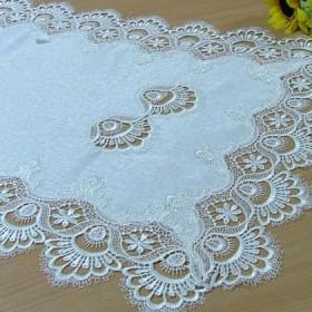 Tekstylia stołowe - Bieżniki - Gipiurowe - krem